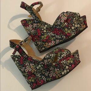 🚨 Xhilaration Black & Pink Floral Wedges Sz 9.5